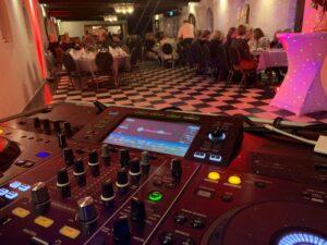 DJ til fest - Lej en DJ med karaoke til din fest